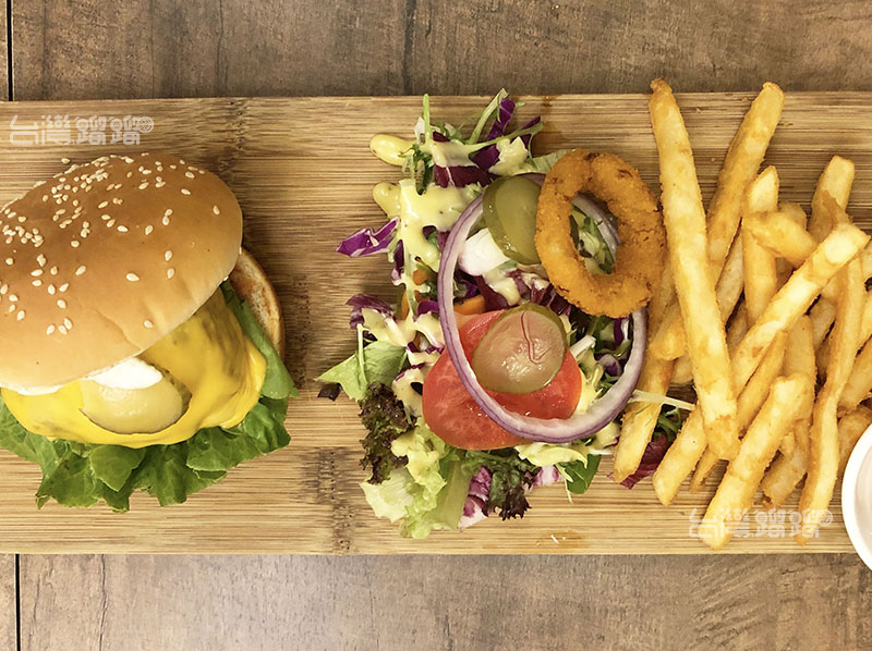 真的是住在巷仔內!隱身巷弄的手工漢堡店-桑威奇 only Love-手工漢堡、義大利麵、燉飯