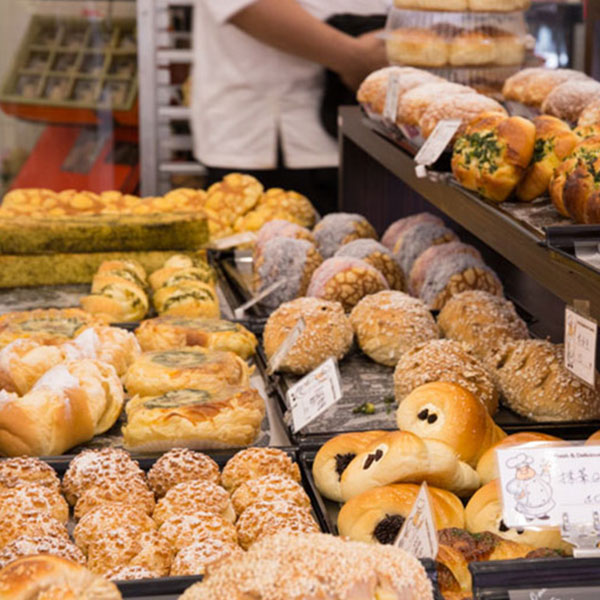 【高雄│唯品食品烘焙工廠】鳳山麵包愛好者的天堂,新鮮現做、超狂工廠直營根本麵包界的大賣場!