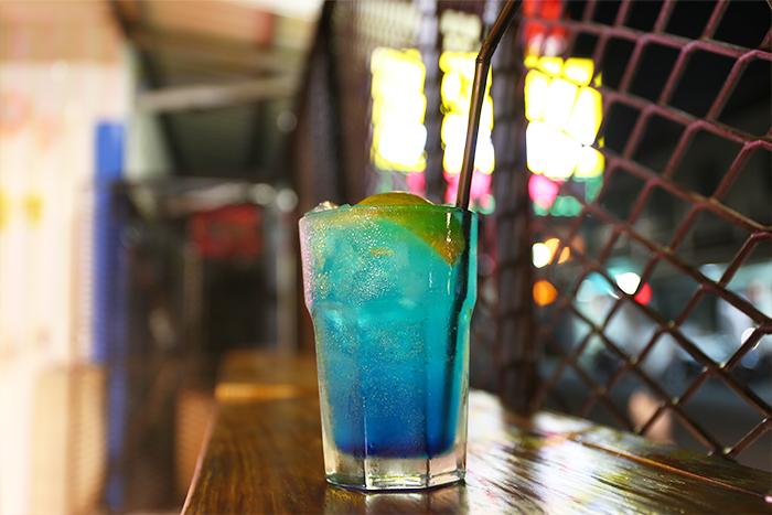 9倉酒吧-藍色珊瑚礁