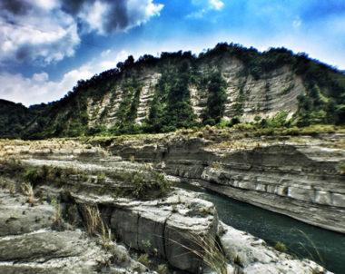 【苗栗│大安溪峽谷】台灣也有大峽谷。穿越芒草叢的奇幻秘境,媲美美國大峽谷的曠野遼闊!!